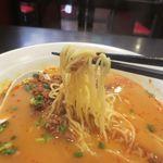 食彩ガーデン - 坦々麺、スープは胡麻と落花生のペースト