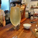 鯖寅果実酒商店 - ドリンク写真:こぼれスパークリング 500円