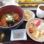 鶴カントリー倶楽部レストラン - 冷やしそば&寿司