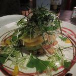 BACKPACKER'S CAFE 旅人食堂 - 鮮魚とアボカドのミルフィーユ仕立て