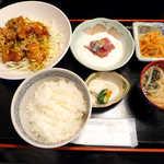 おいしい台所12カ月 - 〔日替ランチ〕揚げたてユイリンチー、アジ山かけ、切干大根煮(¥800)