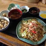 お好み焼 たち花 -                              たち花の「焼きそば定食」500円 2014.6.15撮影
