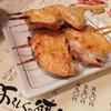 よろしく焼鳥 - 料理写真:手羽は絶妙な塩加減で美味しい