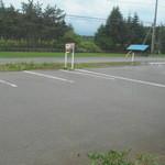 サバービア - 駐車場