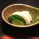 牛のよたれ - お新香 (2014/06)