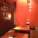 蕎麦 酒肴 京鴨 椿 - テーブル席 簡易間仕切のれん設置