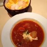 Guruton - ボルシチスープとパン