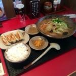 越後秘蔵麺 無尽蔵 - 野菜味噌らーめん 餃子セット