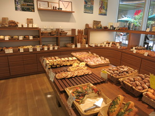 セ・トレボン キャナルシティ博多店 - 色んなパンがあります♪どれも美味しそう!