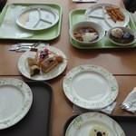 28250030 - 子供用の食器もあります!