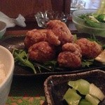 28251005 - 鶏唐揚げ定食 鶏からが中央にどん セロリの浅漬け サラダ ご飯