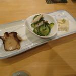 28252441 - お通し:蛸、酢の物、湯葉