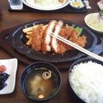 とんかつ加茂 - 特製ロースカツ定食(1,680円) ライス大盛り+60円