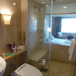 28253327 - 浴室より寝室を望む