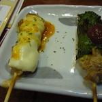 やきとり大吉 - チキンチーズとシソ巻 各140円