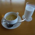 大山まきば みるくの里 - まきばパレットスープと特撰大山山麓牛乳