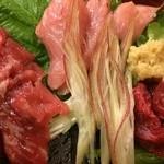 28254190 - 左から ほほ肉 ・脳天・あご肉