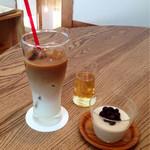 ジャーナルカフェ - カフェラテ&白ごま豆乳ブラマンジェ