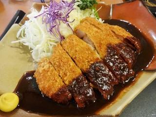 鈴のれん 堀田店 - ランチの「味噌とんかつ定食」1,166円です。御飯、味噌汁、香の物がつきます。