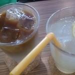 マラサダドーナツのお店 - ☆カフェラテ&レモンスカッシュ☆
