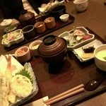 おつじろう  - 炭焼き穴子膳 天ぷら盛合せ・茶碗蒸し・ささみのタタキ他小鉢3品・お味噌汁・ドリンク・デザート付きで1380円