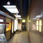 個室居酒屋 東京燻製劇場 - 意を決してビル入口へと進んでいくと