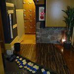 個室居酒屋 東京燻製劇場 - エレベーターで9F移動後は、予約している旨を伝えて席へと移動します。