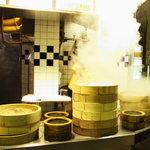 中華点心 茶寮 - もうもうと湯気を上げる店舗、たまらないですね!