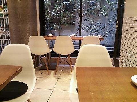 サンクサンク - テーブル席。