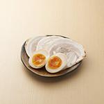 つけ麺屋 やすべえ - トッピング:味玉チャーシュー