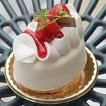 グランフルーヴ - 3種類のチーズを贅沢に使用したレアチーズケーキ(430円)