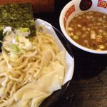 すごい煮干ラーメン凪 西新宿七丁目店 - つけ麺 普通盛りでも超満腹になる太平縮れ麺