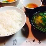 とんかつ さっぽろ 井泉 - お味噌汁は三つ葉にお豆腐、薄味美味しい‼︎です。