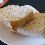 オステリア デッレ ジョイエ - 共通:パン(肉料理は1個)