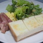 カフェ ド 神楽 - モーニングサービスのトースト ジャムと小倉が選べます