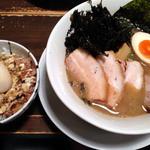 ラーメン オギカワ - 魚豚Wスープ、岩のりトッピング どろたま丼