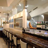ア・フリーク - オープンキッチンのレストラン テーブル56席 カウンター8席