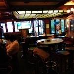 ピッグ&ホイッスル - 内観写真:『ピッグ&ホィッスル』さんの左奥テーブル席~♪(^o^)丿