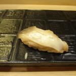 銀座鮨おじま - ホッキ貝の握りを塩で