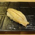 銀座鮨おじま - ホッキ貝の握りを醤油で