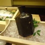 銀座鮨おじま - 日本酒を冷やして