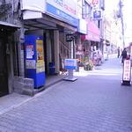 ダイズインターナショナル - 手前が商店街で奥に玉造駅。大阪ガスと本屋の間にあります。25.3.6