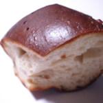 ダイズインターナショナル - 丸だいずパン(ひまわりの種) 120円 黒光っております。25.3.6