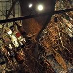 海物語 - 天井から無数の空き瓶