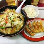 くるまやラーメン - 料理写真:くるまやラーメン 栃木岩舟店 野菜味噌 890円 とサービスの餃子とライス