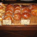 2831790 - 売り場のあんぱん&クリームパン
