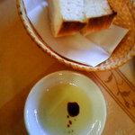 クチーナ・パパ - パンとオリーブオイルバルサミコ酢