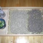 阿蘇の風 - 二八そばと十割そばのたべ比べ。風味、食感、味の違いをお楽しみください。