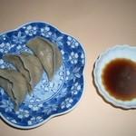 阿蘇の風 - そば粉を練りこんだ皮に細かく刻んだ豚肉や野菜を包み込んだ餃子。お湯で煮込んで。