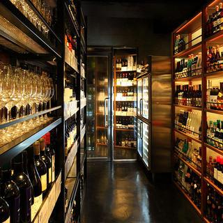 国産ワインを中心とした世界各国300種類のワイン